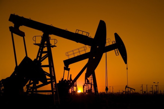 MAE prognozuje mniejszą dynamikę wzrostu wydobycia ropy w USA