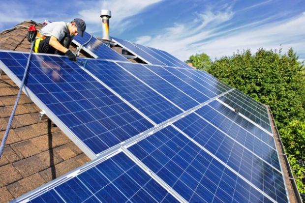 Rewolucja w OZE: obywatele mogą opłacalnie produkować energię