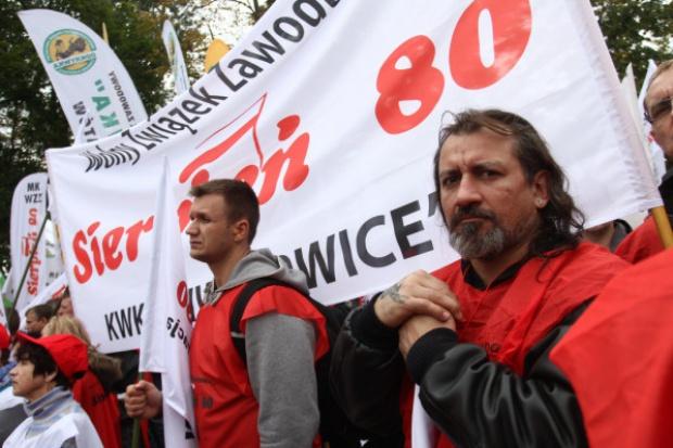 Ponad 2 tys. górników kontynuuje protest przeciwko planowi naprawczemu KW