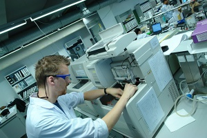 Fluorokarbofunkcyjne silany jako prekursory materiałów silnie hydrofobowych