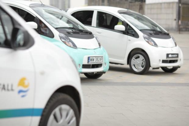 Konsumenci wymuszą rozwój samochodów elektrycznych