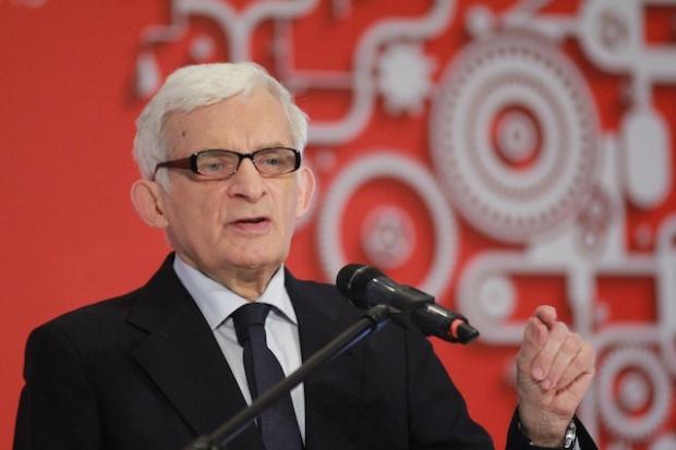 Jerzy Buzek: plan Junckera może zmienić polski przemysł