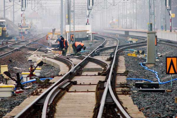 Pięć spółek w sporze z PKP PLK o trasę i tunel na Okęcie