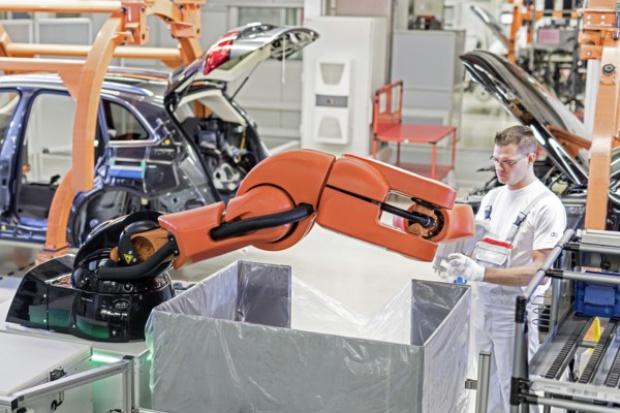 Współpraca człowiek-robot w procesie produkcyjnym Audi