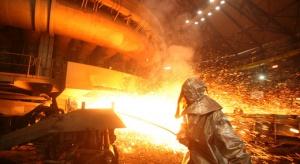 ArcelorMittal poprawia wyniki i zmniejsza zadłużenie