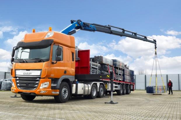 DAF wprowadza ciągniki z serii CF i XF z kierowaną osią wleczoną