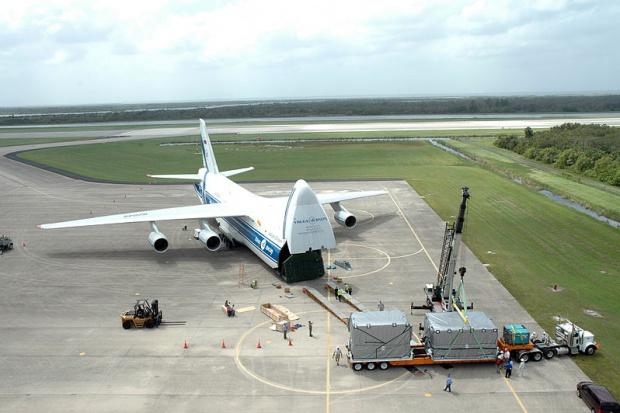 Rząd za otwarciem wojskowych lotnisk dla cywilnych transportowców
