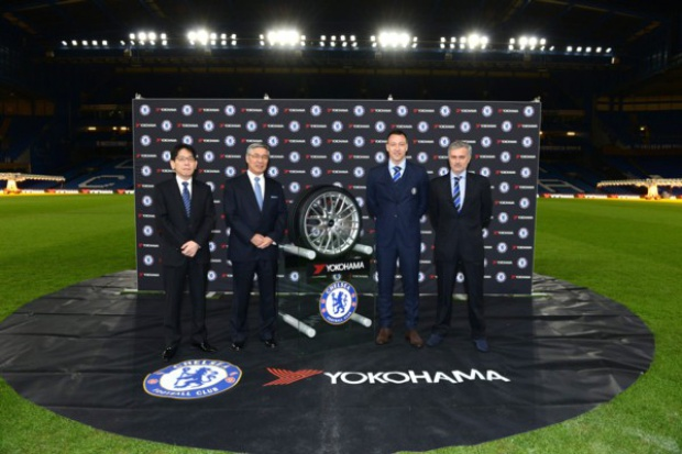 YOKOHAMA na koszulkach Chelsea
