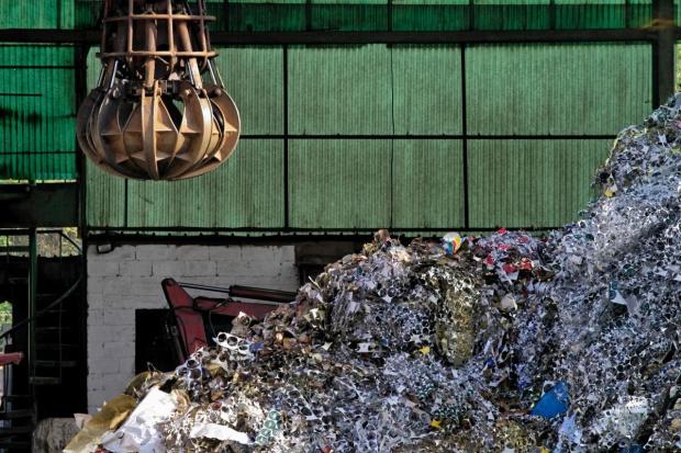 Wiceszef MŚ: niezdrowa sytuacja na rynku przetwarzania odpadów