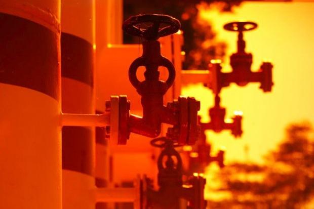 Silny dolar dusi rynek ropy