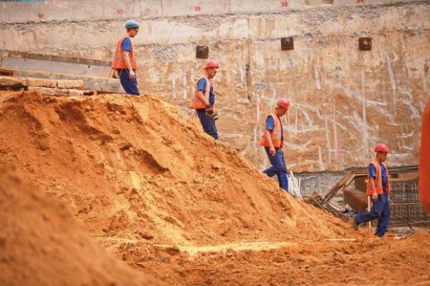 Upada mniej firm budowlanych, ale ryzyko wciąż wysokie