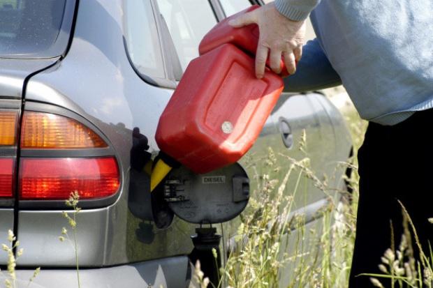 Nieznacznie rośnie sprzedaż paliw we Włoszech