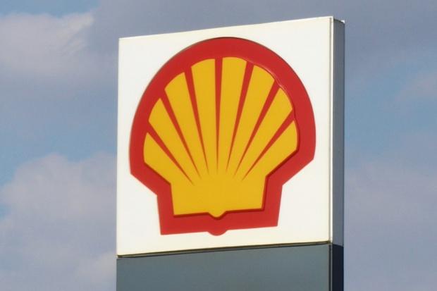 Shell sprzedaje sieć stacji i rafinerię w Danii