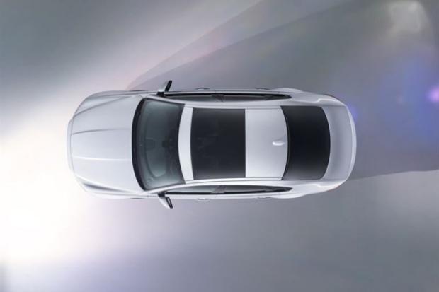 """Nietypowy """"wjazd"""" nowego Jaguara XF"""