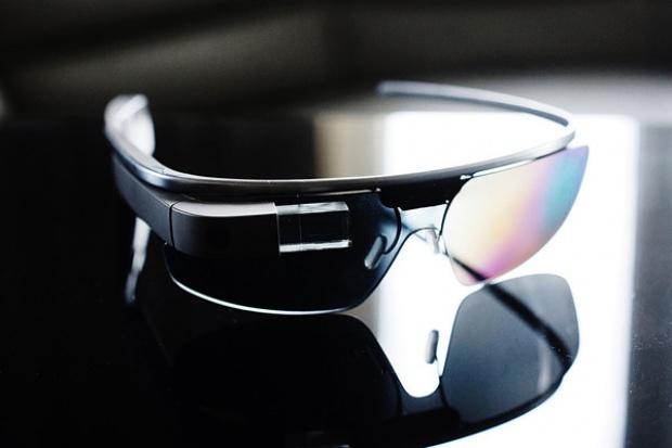 Prezes Google'a zapowiada dalsze prace na inteligentnymi okularami
