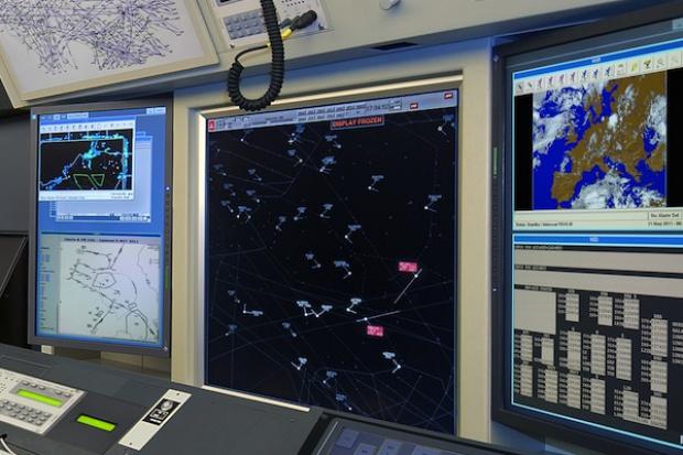Francja. Kontrolerzy lotów odwołują strajk po katastrofie samolotu
