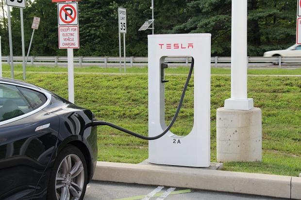 Tesla inwestuje w Chinach