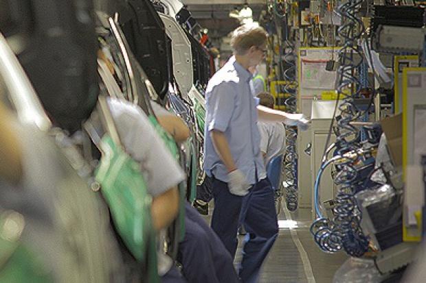 Opel odmładza załogę fabryki w Saragossie