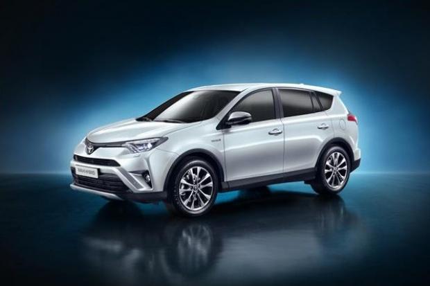 Toyota pokazała RAV4 Hybrid AWD