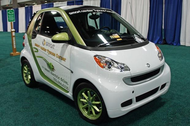 Daimler otwiera szkoły jazdy dla kierowców aut elektrycznych