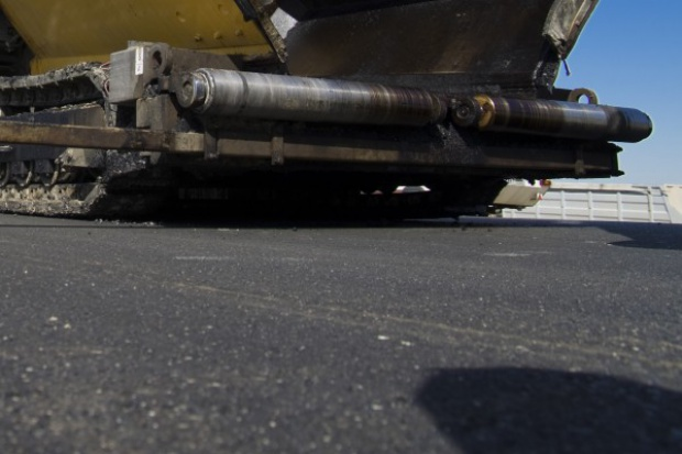 Drogi asfaltowe bardziej przyjazne dla klimatu niż betonowe?