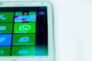 Messenger i WhatsApp popularne jak portale społecznościowe