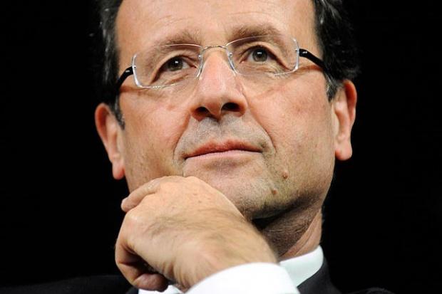 Hollande: dostawa Mistrali do Rosji obecnie niemożliwa