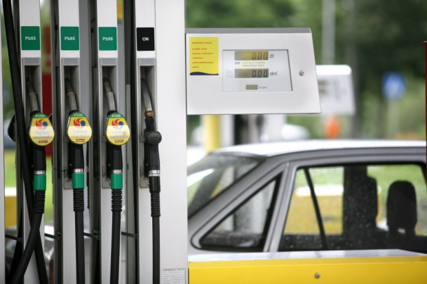 Na stacjach paliw majówka tańsza niż przed rokiem