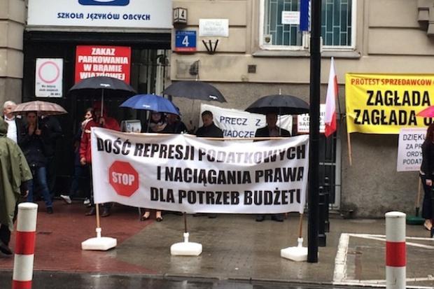 Protest sprzedawców oleju opałowego przed NSA