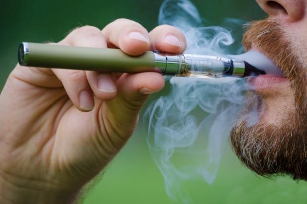 Rośnie sprzedaż e-papierosów. Zostanie nałożona na nie akcyza?
