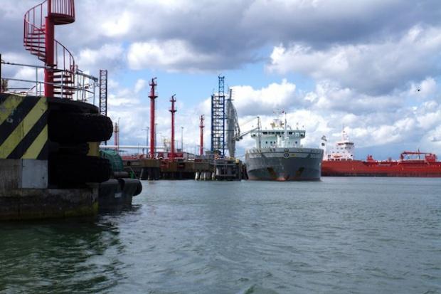 Rosną przeładunki paliw w Naftoporcie