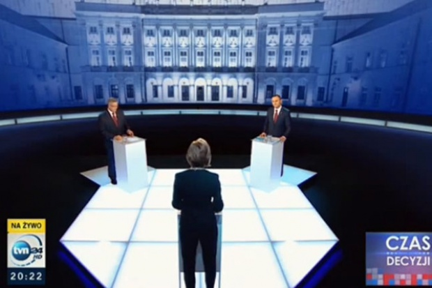 W debacie prezydenckiej m.in. o emeryturach, podatkach i śmigłowcu dla wojska