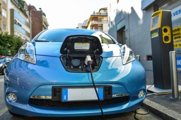 W roku 2030 wszystkie nowe auta będą elektryczne?