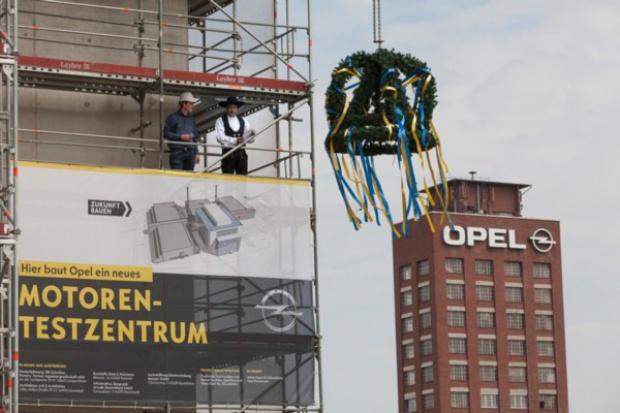 Wiecha na budowie Centrum Zespołów Napędowych Opla w Rüsselsheim