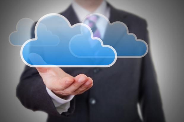 Atende zarabia więcej na usługach w chmurze