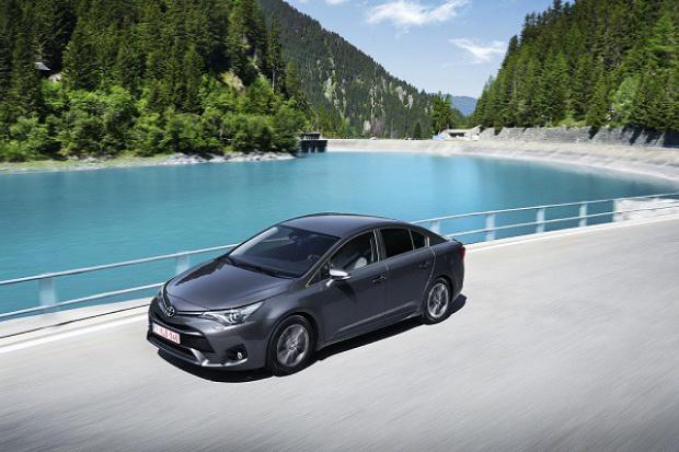 Nowy Avensis wjeżdża do salonów