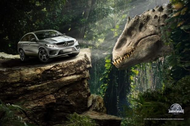 """Mercedes-Benz w """"Jurassic World"""""""