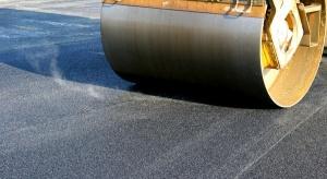 Jak branża asfaltowa chce powstrzymać drogi betonowe?
