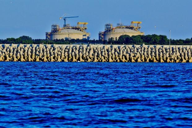 Inspekcje i kontrole na budowie terminala LNG, obiekt coraz bliższy ukończenia