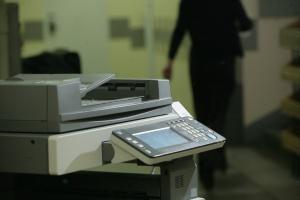 Spadają dostawy urządzeń drukujących