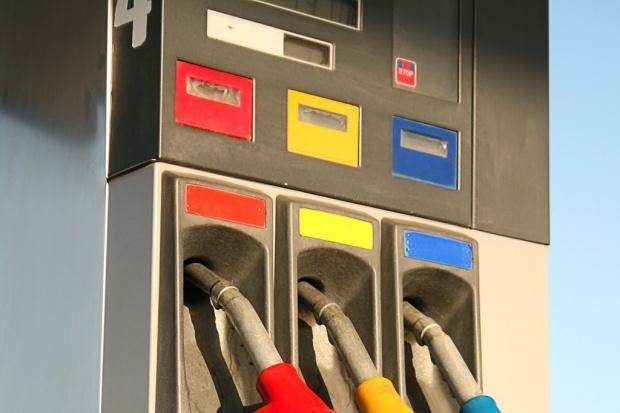 Diesel tańszy od benzyny o ponad 20 groszy na litrze