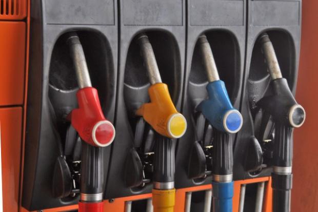 Zwyżki na stacjach paliw rozpoczną wakacje