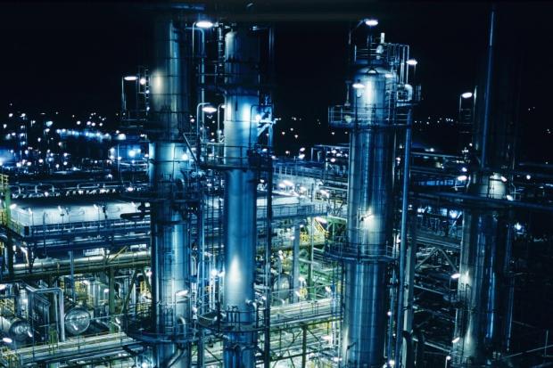 Total sprzedaje udziały rafinerii w Schwedt