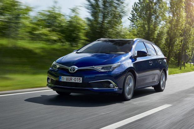 Wakacyjny wjazd do salonów: Nowa Toyota Auris