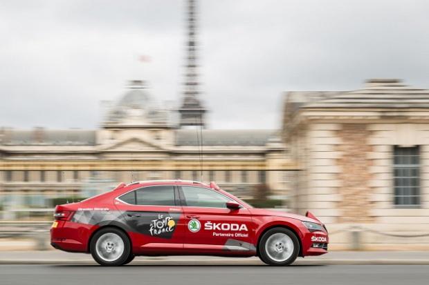 """Nowy Superb """"Czerwonym Samochodem"""" podczas Tour de France"""