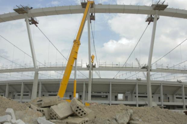 Stadion Śląski: zakończyła się operacja podnoszenia linowej konstrukcji dachu