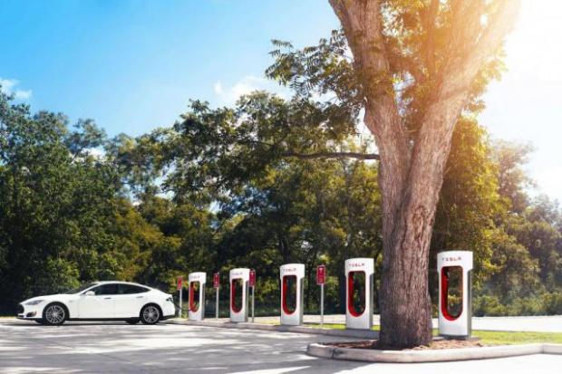 Orlen montuje punkty ładowania elektrycznych aut w Niemczech