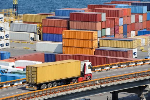 Przejęcie na rynku kontenerowym, w celu fuzji