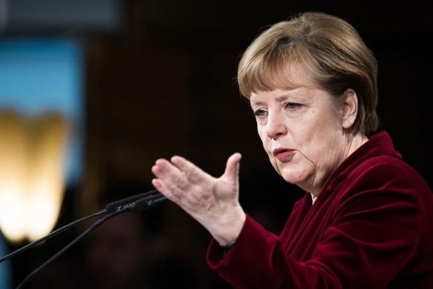 Merkel: niedzielny szczyt UE zdecyduje w sprawie Grecji