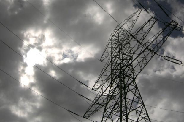 330 tys. odbiorców bez prądu po niedzielnych nawałnicach